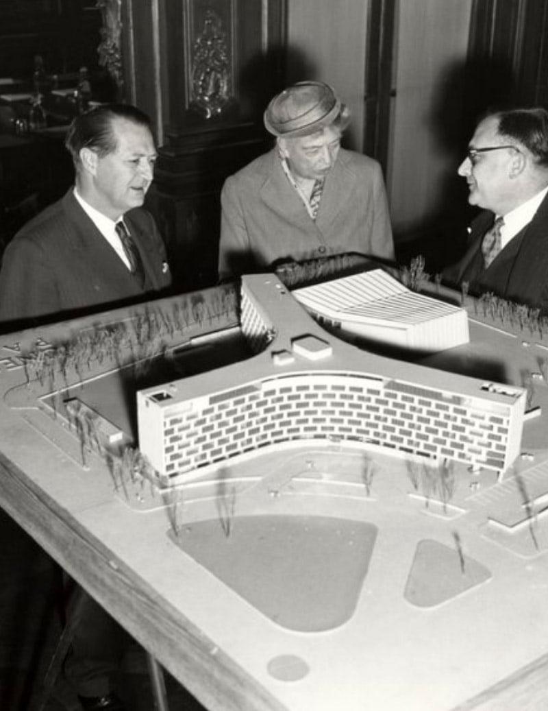UNESCO headquarters, 1956. Photo by Pinterest.